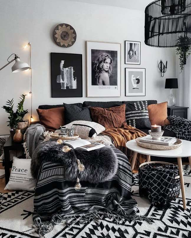 12 Romantic How To Add Color To A Black And White Living Room Photos Boho Living Room Trendy Living Rooms Black And White Living Room