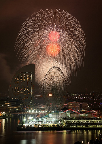 """Hama fireworks blooming flower""  Kenichi Kikuchi  横浜市観光情報公式サイト | 横浜夜景"