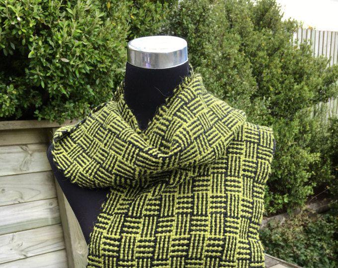 Tessuto intrecciato con sciarpa in alpaca verde oliva blend e lana nera log cabin