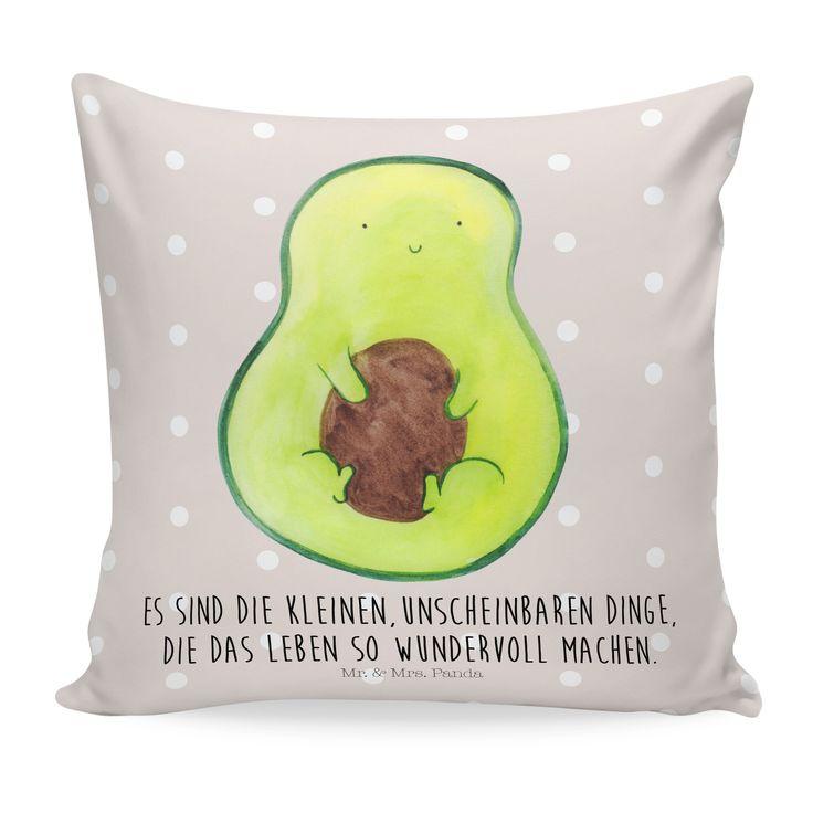 40x40 Kissen Avocado mit Kern aus Soft-Feel Kissenbezug  Flauschig - Das Original von Mr. & Mrs. Panda.  Ein wunderschönes kuscheliges Kissen von Mr. & Mrs. Panda mit wunderbar weicher entnehmbarer Füllung  - liebevoll bedruckt, verpackt und verschickt aus unserer Manufaktur im Herzen Norddeutschlands. Das Kissen hat einen Reißverschluss zum Entnehmen der Füllung und die Größe von 40x40 cm.    Über unser Motiv Avocado mit Kern  Avocados - gesund, lecker und unglaublich wunderbar. Aus diesem…