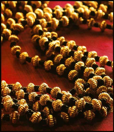 This 70-years-old jau mala is absolutely fabulous with its five strands of gooseberry-shaped beads. The Coorgi wealthy women wore several strands of this, while the common folk wore one or two strands.