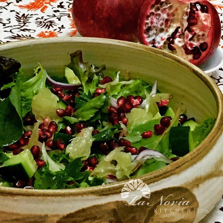 Mixed green, pomegranate & pomelo salad