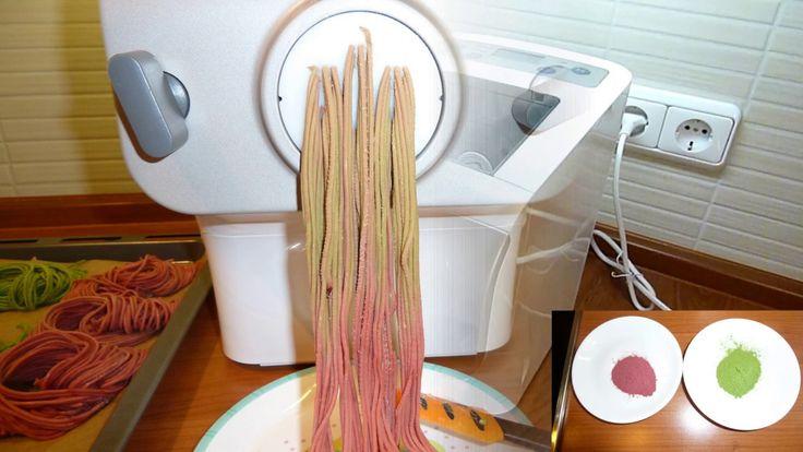 Bunte Spaghetti mit Gemüsepulver und dem Philips Pastamaker