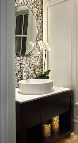 Love thick small bathroom idea! So gorg