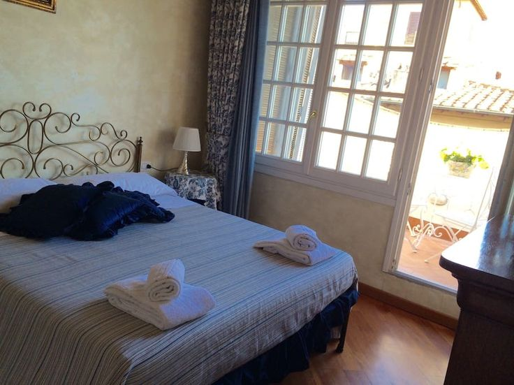 Apartment in Firenze, Italy. My apartment is near Piazza Duomo, in the heart of Florence. It's easy to reach on foot or by taxi from the station and it's only a short ride from the airport. Located in the center of Florence,  it will give you a chance to visit all the main pl...
