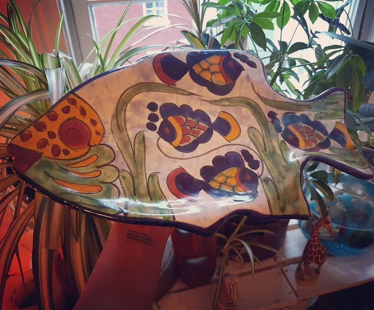 Stunning colorful hand painted fish plate or wall hanging to bright up any room!!! 💛