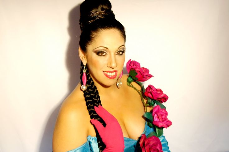 Luego de su exitoso show Canciones Pa'Lavar Trastes, la multifacética Regina Orozco retornará al estrado del Teatro Metropólitan para ofrecer un especial y emotivo concierto.