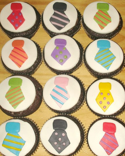 fathers day cupcakes- create tie by using a starburst or square piece of fruit roll up, then attach a diamond piece or fruit roll up to square piece. Pipe on lines and dots to diamond piece of fruit roll up. Cute & Easy!