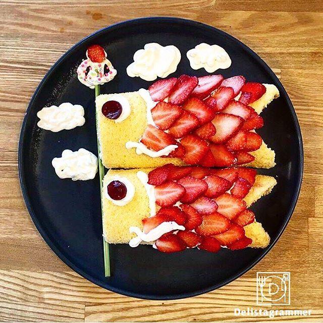 ouchigohan.jp 2017/05/04 22:46:52 【 #おうちごはん通信 】 photo by @bloomseason626 みなさま、ゴールデンウィークはいかがお過ごしでしょうか😆🎶 天気も良く、御家族御友人とお出かけされた方も多いのではないでしょうか🚙✨ 明日、5月5日はこどもの日🎏 子供の日の食べ物と言えば柏餅やチマキ🎉🙌 でも今年はロールケーキをデコレーションして鯉のぼりにしてみてはいかがでしょうか? お子様と一緒にデコレーションしても面白いかもしれませんよ🍳😋 おうちごはん公式サイトではロールケーキ以外にも、パンケーキやパイシートで作る鯉のぼりも御紹介しています。 是非おうちごはんプロフィールURLからご覧ください👀🤳 -------------------------- ★詳しくは @ouchigohan.jp プロフィールURLから見てくださいね! こどもの日に作りたい!初心者にもおすすめな「鯉のぼりケーキ」アレンジ https://ouchi-gohan.jp/813/ 「おやつ」カテゴリをチェック…