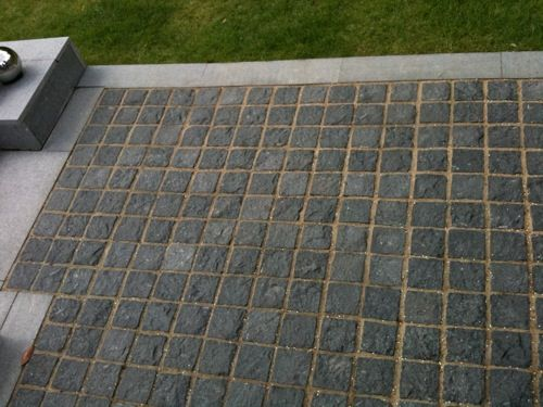 Contemporary City Garden - NEW    http://botanicallandscapes.com/assets/images/Westland%204/Granite%20sett%20feature.jpg