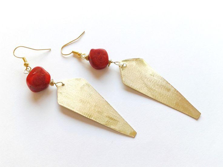 Orecchini pendenti - orecchini ottone e madrepora rossa - un prodotto unico di tizianat su DaWanda
