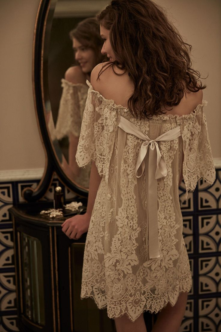 BHLDN lace wedding dress // honeymoon attire #laceweddingdresses