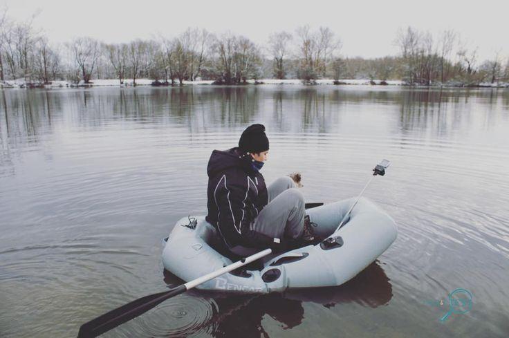 Wir wollten heute unser neues Boot testen  als wir beim Teich ankamen fiel uns auf das wir die Pumpe vergessen haben  und unsere Puste hat leider auch nicht den gewünschten Erfolg gebracht  da wäre Marv & Buddy wegen zu wenig Luft fast ins Eiswasser gefallen #tackletest #tackletester #carpfishing #fishing #fishingbuddy #vonanglerzuangler #fish #hecht #outzide #fishingcommunity  #angeln #karpfenangeln #bootfischen #angelnverbindet #gummiboot #test