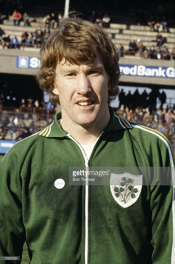 sport-football-pic-circa-1980-gerry-peyton-republic-of-ireland-who-picture-id78982551 (679×1024)