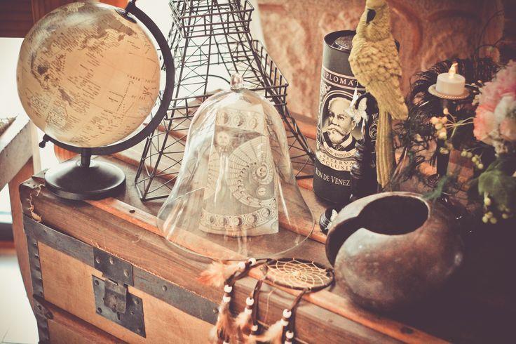Mariage Belle Epoque à Toulouse / Décoration cabinet de curiosités / Photo: Emie Miou Photographie / Décoration: Joli coup de pouce / Fleurs: Atelier Endemik