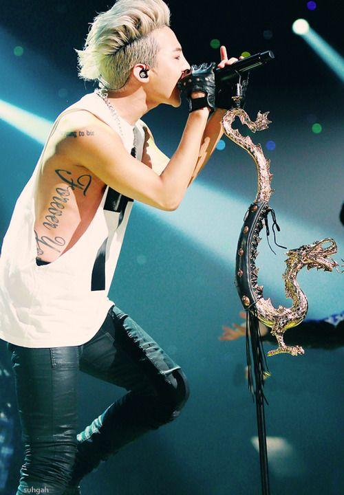 G-Dragon. The truee artist. Jjang!!                                                                                                                                                                                 Plus