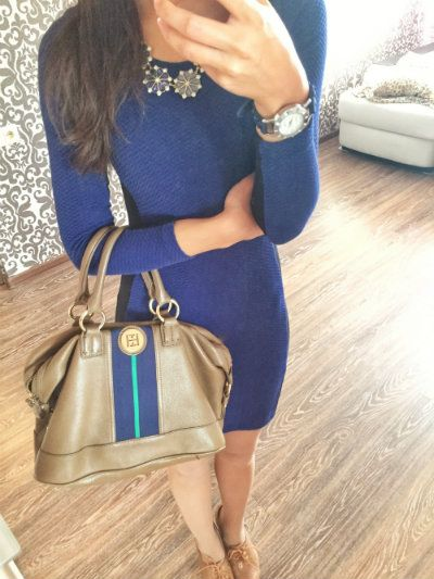 A long sleeve blue bodycon dress for the beggining of fall. Pretty and warm