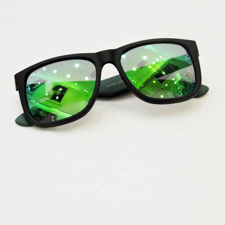 Óculos Ray Ban Masculino R$399,00 http://shoppingsaojose.com.br/  Os óculos de sol da Ray Ban com lentes espelhadas também foram pensados para quem adopta o estilo de vida hipster! A armação quadrada é perfeita para quem tem rosto redondo ou oval, além de ser feita com um material super resistente e prático de limpar.