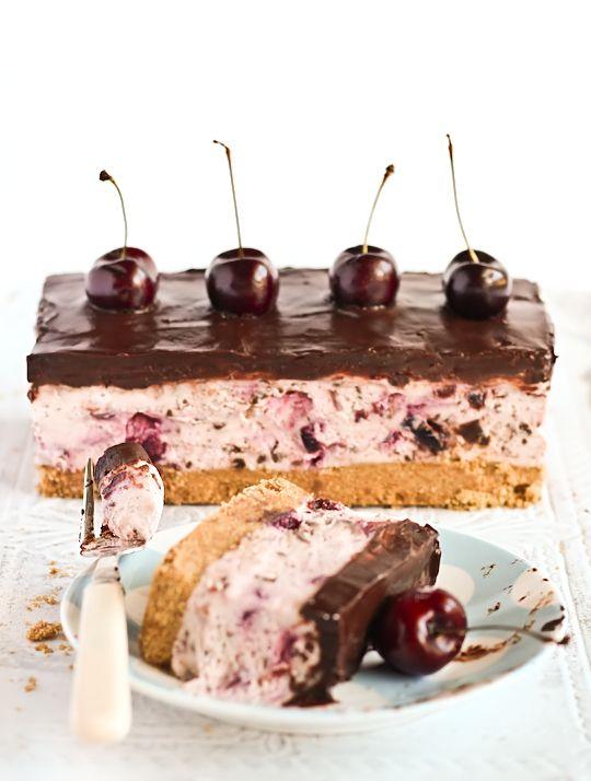 Chocolate Chip Cherry Cheesecake | Blogger: Stephcookie - http://www.raspberricupcakes.com