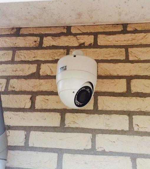 HD-SDI Dome buiten bewakingscamera. 1920x1080 Full HD met 4 kanaals recorder. Geïnstalleerd door ons bij een villa in Zandvoort