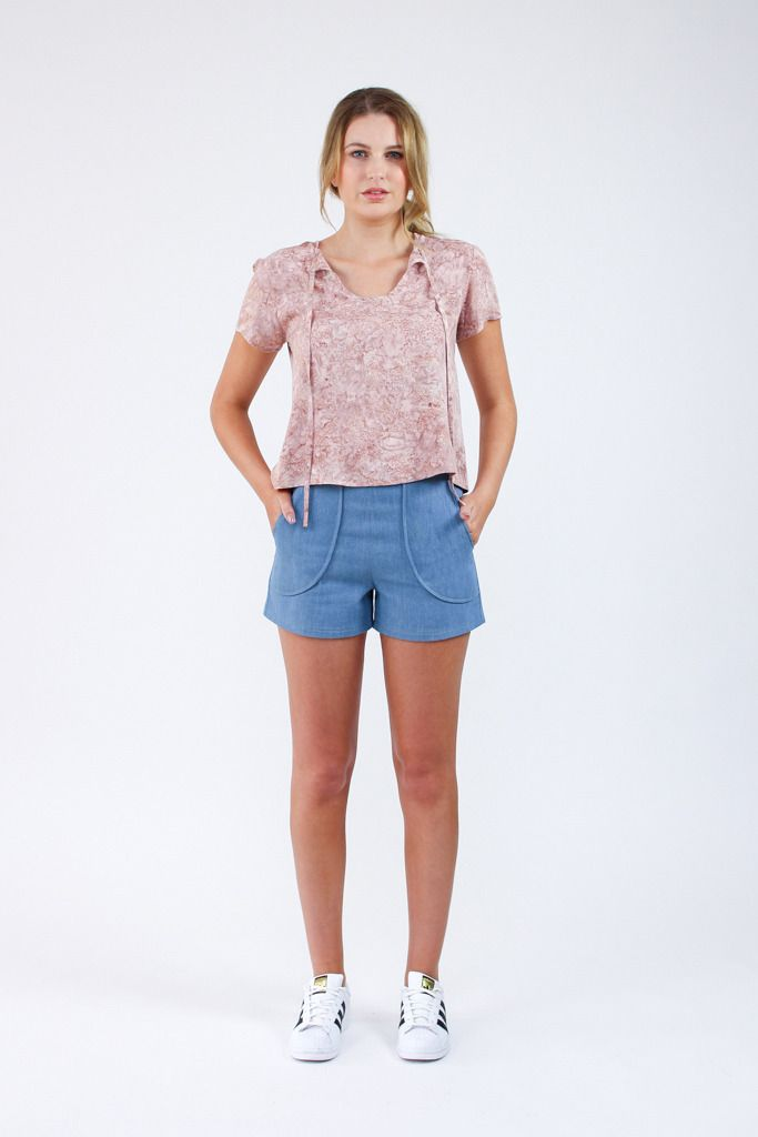 The Harper shorts and skort sewing pattern / here is everything you need to know about the pattern! http://blog.megannielsen.com/2016/08/introducing-harper-shorts-skort-sewing-pattern/?utm_campaign=coschedule&utm_source=pinterest&utm_medium=Megan%20Nielsen%20Patterns&utm_content=Introducing%20the%20Harper%20shorts%20and%20skort%20sewing%20pattern%21