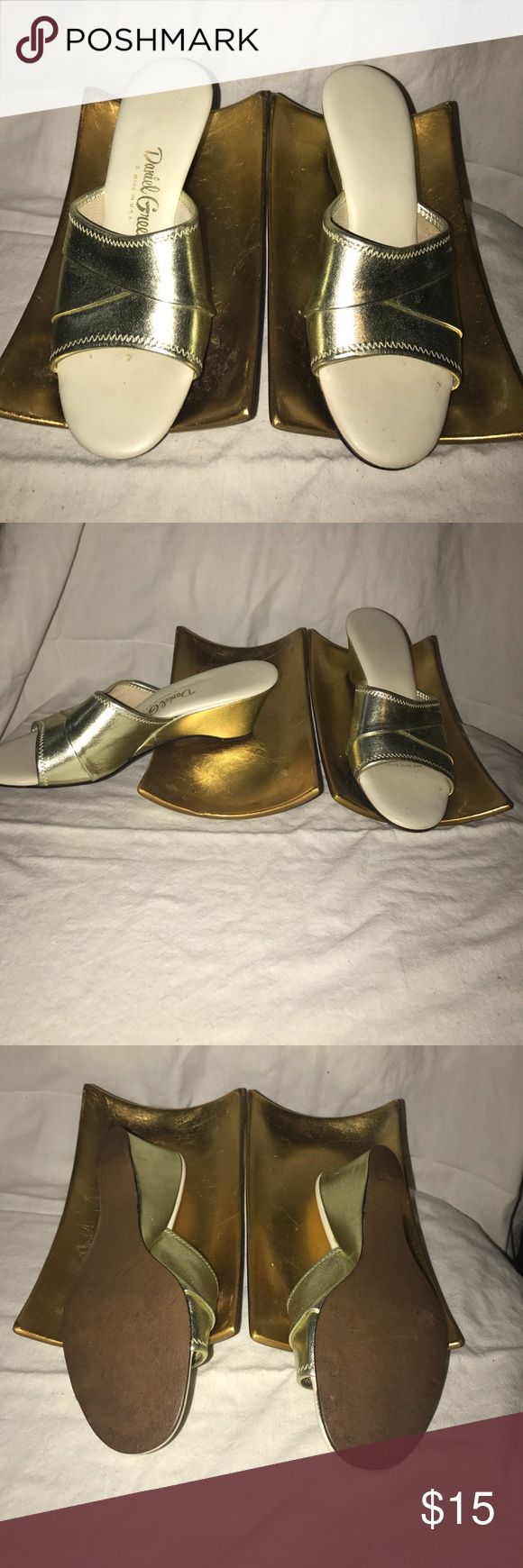 Vintage Daniel Green slippers house shoes Gold, size 7B. Made in the USA daniel green Shoes Slippers