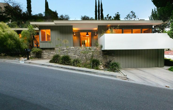 This classic mid century house in Beachwood Canyon Los Angeles is perfect, I guess nothing is perfect but this place is pretty stinking close. Built in 1961