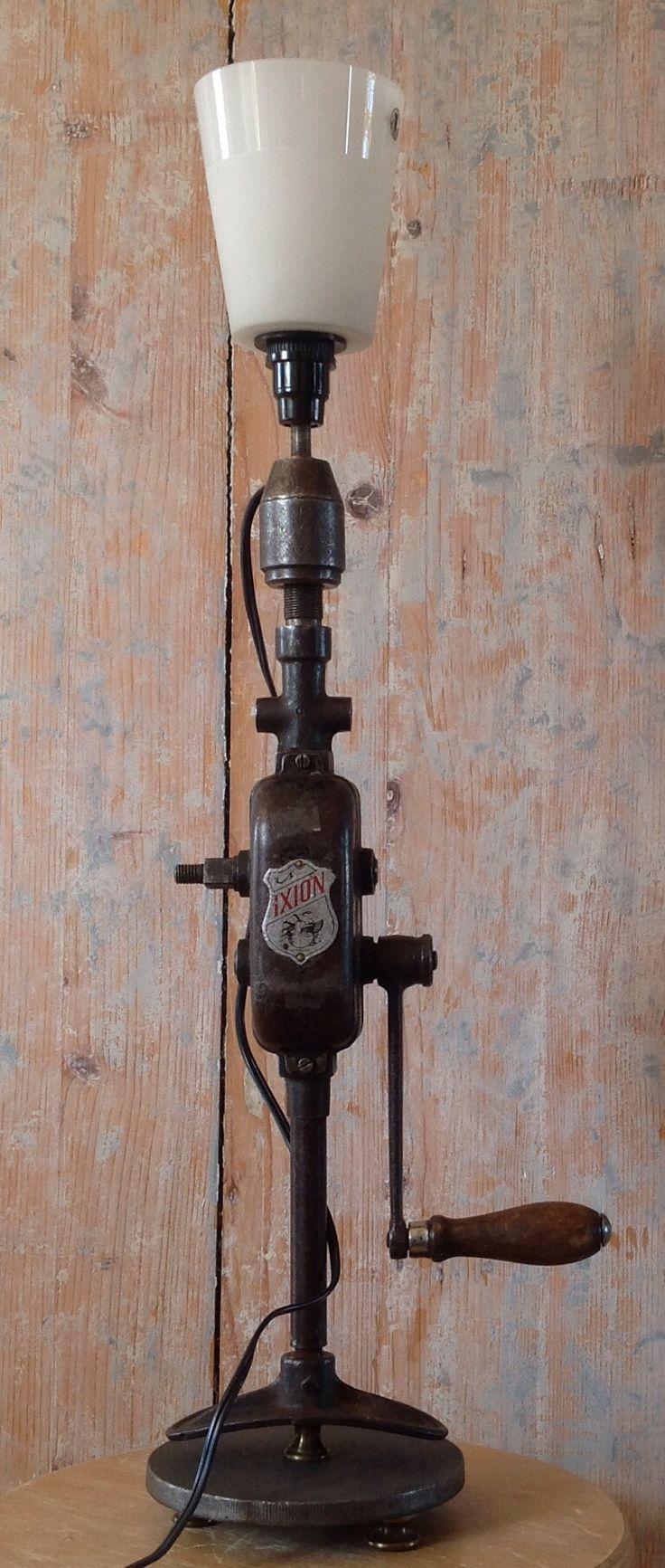 Ixion handboor lamp (op zware standaard). 85,-