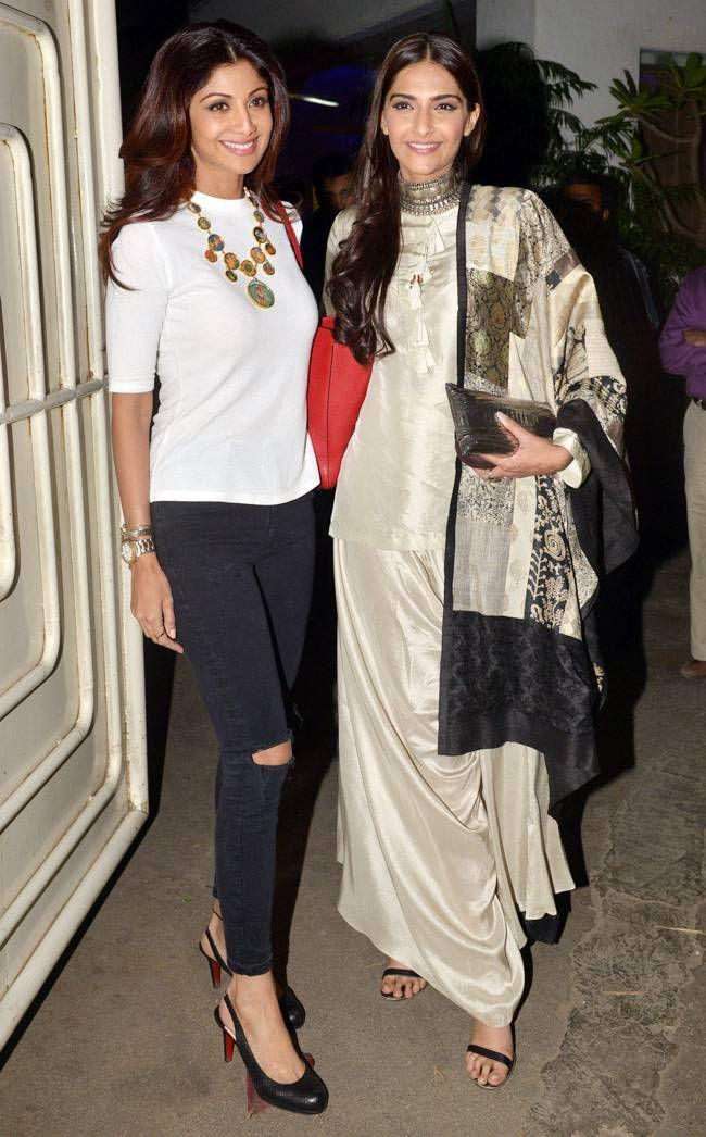 Shilpa Shetty and Sonam Kapoor all smiles at #BajiraoMastani screening. #Bollywood #Fashion #Style #Beauty #Hot #Sexy