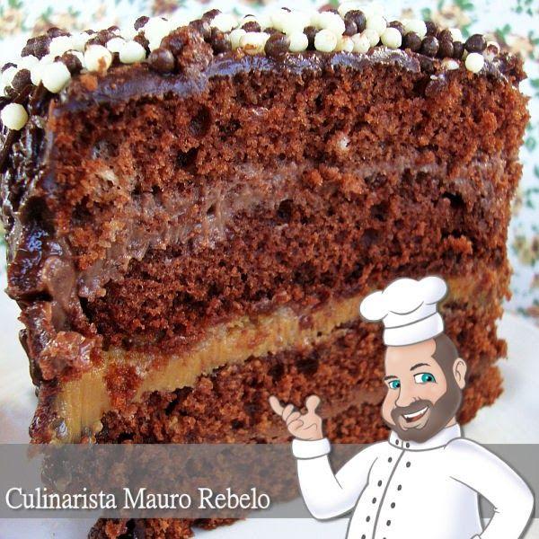 """Bolo de Chocolate dos Amigos - Mauro Rebelo - Fiz 3 recheios. O recheio do meio é doce de leite com amendoim. Fiz um recheio de Danete que peguei da Flávia Gustafson (Recheio da Cynthia Festas) e o recheio do Bolo Alpino da Míriam Gonzalez.   No recheio de danete, fiz algumas alterações para ficar do meu gosto.  Chamei esse bolo """"dos Amigos"""" pelo fato de utilizar algumas receitas de amigos de nossa comunidade CULINÁRIA-RECEITAS."""