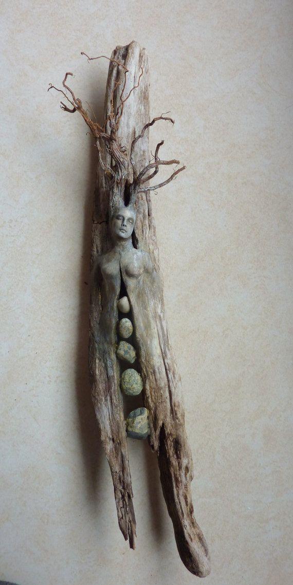 Geist-Baum-Frau mit Steinen von ShapingSpirit auf …