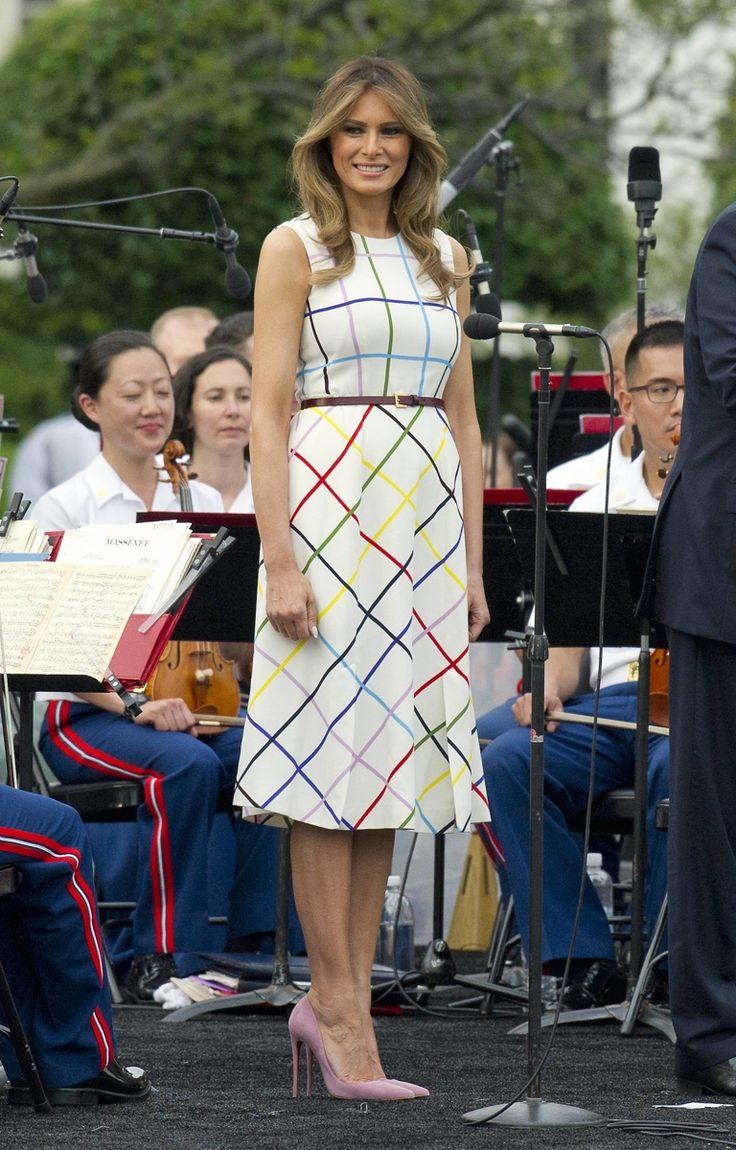 На событие, которое прошло в Белом доме, первая леди и первая дочь США надели яркие летние наряды.