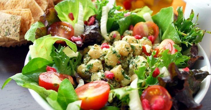 Veja 10 ideias simples para deixar a salada verde de sempre de cara nova - Últimas Notícias - UOL Comidas e Bebidas