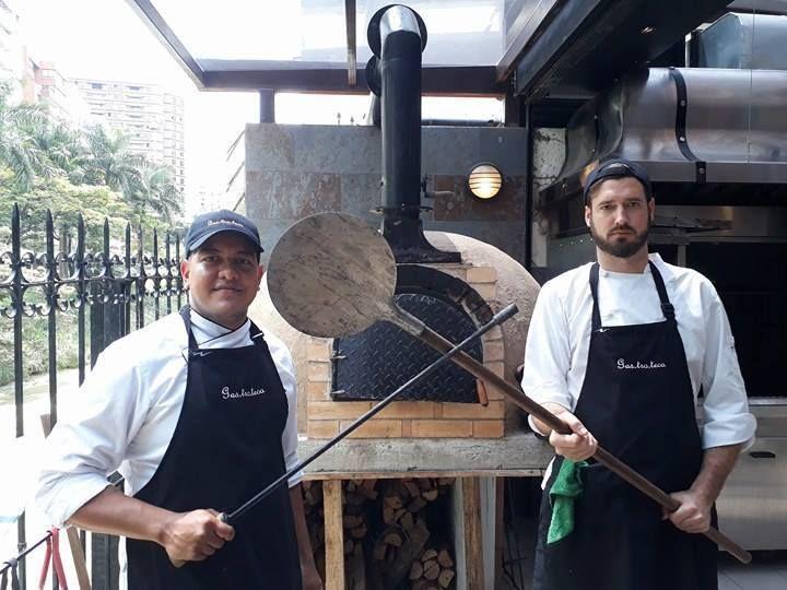Chef Bruno Zerhau y Sous chef Gustavo Espinosa en Gastroteca del oeste en Cali   #gastroteca #foodporn #foodlover #resto #calico #bebevino #wine #winelover