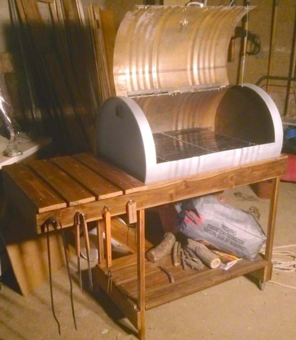 Turn An Old Oil Barrel Into A Grill With This Awesome DIY Project