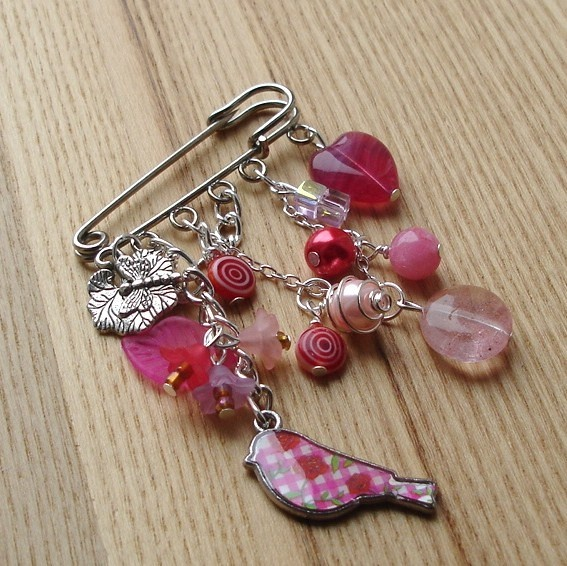 Pink Heart and Bird Bead Kilt Pin Brooch £6.00