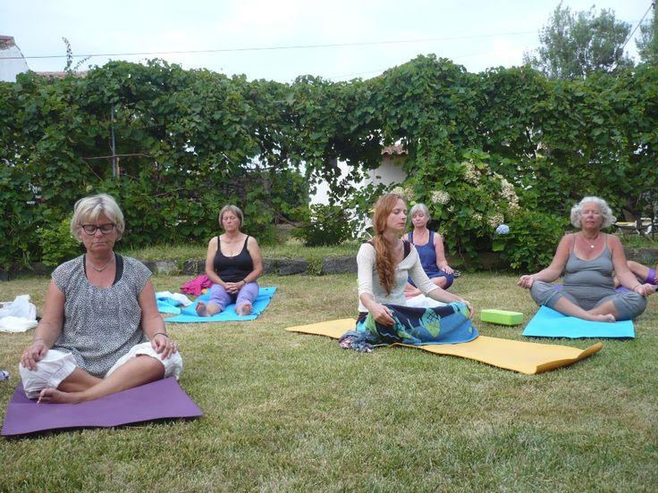 Mindful og meditativ yogaferie på Azorerne, Portugal | 29. maj - 5. juni 2018  Mindfulness er selve hjertet i yoga, fordybelse og indre ro, livsglæde og nærvær er i centrum på denne Yogaferie på Azorerne, en fantastisk plet  - midt ude i Atlanterhavet. Himlen og havet og den fantastiske natur danner de fysiske rammer om din YOGAFERI