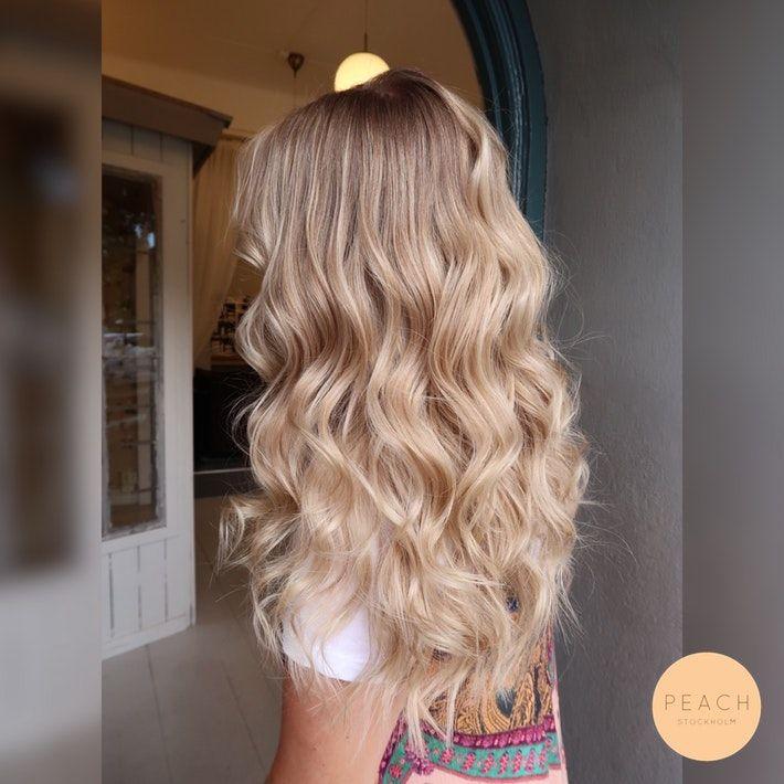 Ljusblond hårfärg med beiga toner