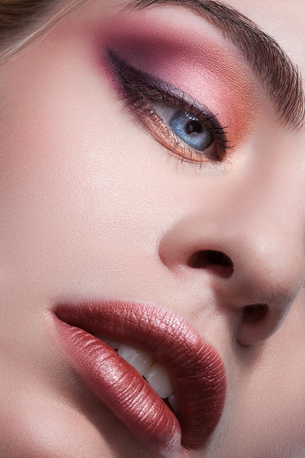 Cranberry Eyeshadow: Gorgeous Orange And Cranberry Colored Eyeshadow Look. The