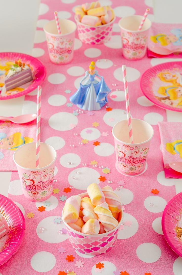 O gașcă de micuțe prințese merită o petrecere cu articole și decorațiuni pe măsură. Se apropie ziua de naștere a fetiței tale și te-ai gândit să organizezi un eveniment memorabil având ca tematică personajele Disney preferate. Pentru această ocazie specială, lasă-te inspirată de Aniversaria.ro și pune cap la cap detalii fascinante care vor transforma aniversarea într-un basm!  #disneyprincess #pink #favours #party #supplies
