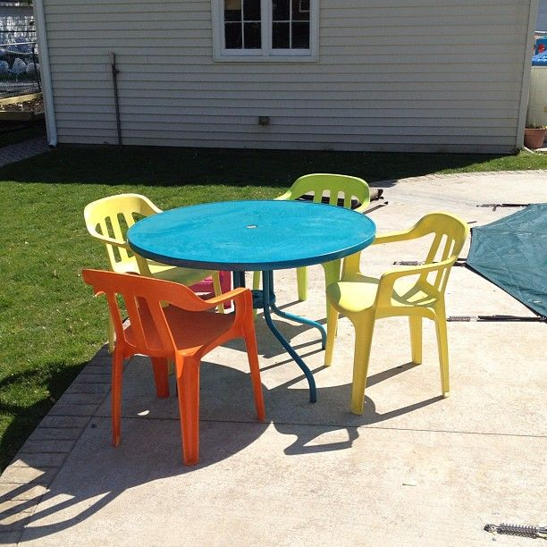 Spray paint white lawn chairs