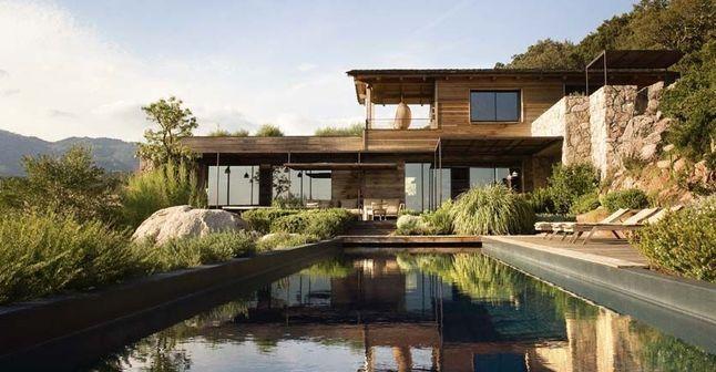 Architecte Gilles Terrazzoni, installé à Porto-Vecchio - Maison contemporaine en bois en Corse - CôtéMaison.fr