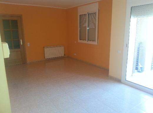 Piso en Tordera Barrio sant Pere, 4 habitaciones.  http://www.alquiler.com/anuncios/piso-en-tordera-barrio-sant-pere-4-habitaciones-tordera-en-barcelona-6932
