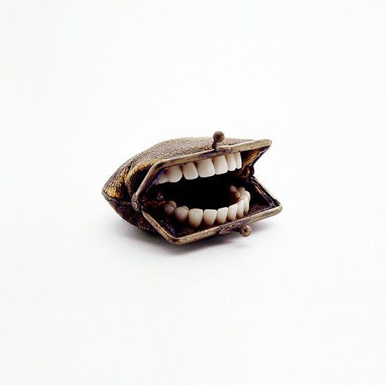 Sculptures surréalistes de l'artiste américaine Nancy Fouts. Détournement d'objets du quotidien.