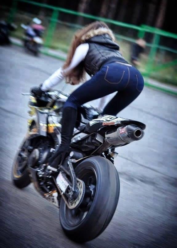 naked biker girl suking