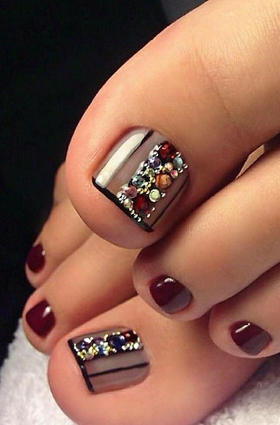 Here are the 60 most eye-catching nail looks we found for you this autumn.
