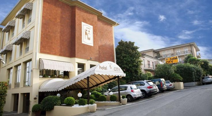 Hotel City Desenzano Del Garda Hotel City offers a quiet location, just a 2-minute walk from the historic centre of Desenzano del Garda and the lake shore. All rooms come with free Wi-Fi and an LCD TV with free Mediaset Premium channels.