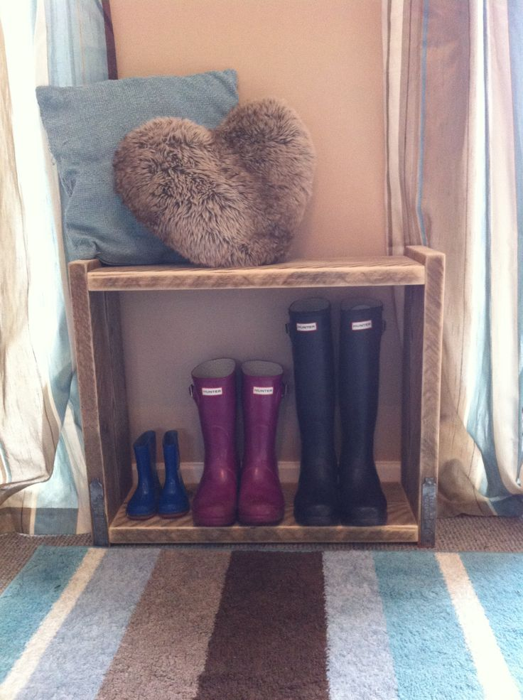 Welly bench for the hallway. You can sit down while pulling your wellies on. Unfinished, just sanded.