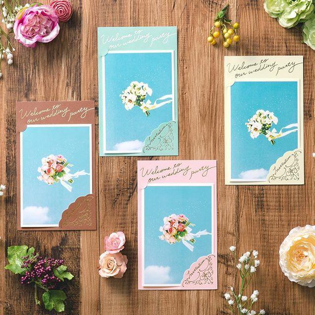 """感謝の気持ちをブーケに込めて大切なゲストにトスをする""""toss bouquetシリーズ"""" 4色のバリエーション展開なので、ゲストのイメージにあわせて色を送りわけても素敵です。裏面がパール地になった豪華な台紙に、中紙をセットする高級感のある仕様です。 * * 席次表、席札の印刷サービスをスタートいたしました 印刷サービスの価格などは、TOPのリンクからHPへと飛んでいただき、ご覧ください✨ 何かご不明のことがあれば、お気軽にお問合せくださいませ^^ * * #irohawedding #いろはウェディング #結婚式席札 #席札  #結婚式招待状 #招待状 #結婚式席次表 #席次表 #プレ花嫁 #結婚式準備 #結婚式 #2017夏婚 #2017秋婚 #2017冬婚 #日本中のプレ花嫁さんと繋がりたい #wedding #prewedding #married #印刷サービス #printservice #花嫁diy #ワーキング花嫁 #ちーむ2017夏婚 #ちーむ2017秋婚 #ちーむ2017冬婚 #神前式 #和婚 #和婚をもっと盛り上げたい #京都花嫁"""