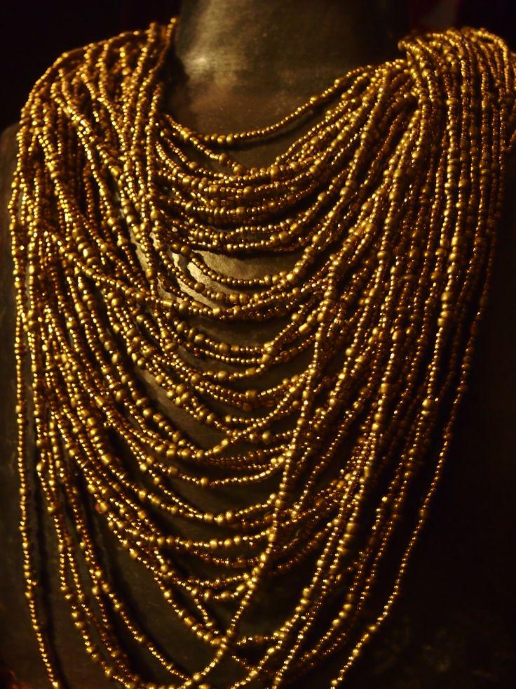 Cute necklace og golden beads